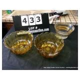 LOT: 3 GLASS BOWLS