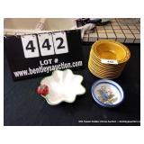 LOT: 12 BOWLS, 1 BOWL & STRAWBERRY PLATE
