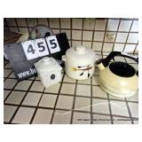 LOT: 2 COVERED DISHES & KETTLE