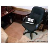 CATERED BLACK ARM CHAIR W/MAT