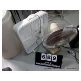 LOT:  1 BOX FAN - 1 OSCILLATING FAN   ( 2 X MONEY