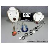 LOT: (6) COSTUME JEWELRY FASHION NECKLACES~