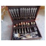 Oneida stainless silverware set with case
