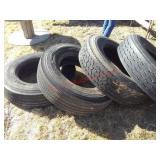 4 Michelin 275/80 R22.5 tires