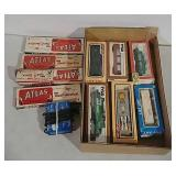 HO model train cars, tracks & transformer