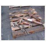 LOT WITH HYDRAULIC COMPACTOR, JACK & BREAKER TIPS