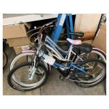 LOT WITH 3 BICYCLES: 1 LIGHT BLUE ROADMASTER, TREK