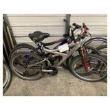 LOT WITH 3 BICYCLES: GRAY TONY HAWK, BLACK HYPER,