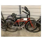 LOT WITH 3 BEACH CRUISERS BIKES: RED, BLACK, GRAY