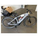 1 WHITE SPECIALIZED VADO ELECTRIC BICYCLE