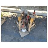 LOT WITH ASSORTED HYDRAULIC JACKS: