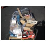 PALLET OF ASSORTED NEW AUTOMOBILE PARTS