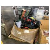 PALLET WITH MISCELLANEOUS ITEMS