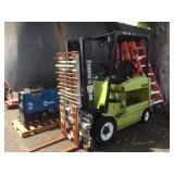 CLARK ELECTRIC POWERED FORKLIFT, MISSING BATTERY!