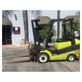 2003 CLARK 3 STAGE PROPANE POWERED FORKLIFT WITH R