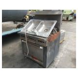 1 LOT KITCHEN STOVE UNIT AND SINK