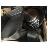 1 LOT OF KITCHEN COOKWARE POTS AND PANS