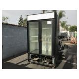 DOUBLE DOOR REACH IN REFRIGERATOR  COMMERCIAL FREE