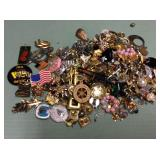 1 BAG WITH PINS, JEWELRY