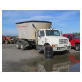 1998 International Truck w/ Kuhn Box Mixer