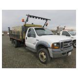 2006 Ford F550 XL W/ Lift Gate, Arrow Board, Sign