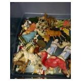 Tote of figurines