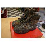 NEW WOLVERINE-KING CARIBOU III-SIZE 11M BOOT