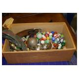 BOX OF COLLECTIBLE MARBLES