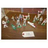 13-VINTAGE METAL  TOY SOLDERS (WHITE)