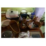 ASSORTED HOUSE HOLD ITEMS AND GLASSWARE
