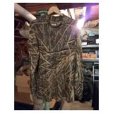 Mossy Oak long sleeve shirt. XL small hole at neck