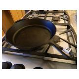 Lodge 10sk Cast iron Pan
