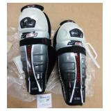 "New Bauer Hockey Shin Pads JR 11"""