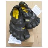 Vibram Fivefingers Size 11-11.5 Footwear
