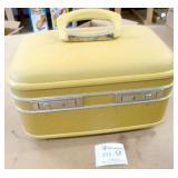Vintage Travel Makeup Case w/Keys