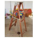 Heavy Duty Wood Step Ladder
