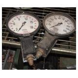 """2 Shrader Hydrodia 6"""" Pressure Gauges Lot"""