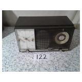 MODEL J727 ZENITH CLOCK/ALARM CLOCK/ AM FM RADIO