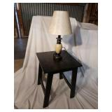 BLACK END TABLE WITH ACCENT LAMP
