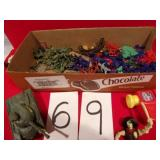 FLAT OF TOY SOLDIERS & TANK, APPROX 40 PC