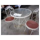 VERY CLEAN WROUGHT IRON PATIO SET W/CHAIRS