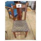 OAK CHAIR W/CUSHIONED SEAT