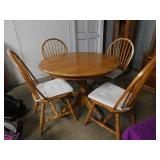 Oak dining table w/ 4 chairs