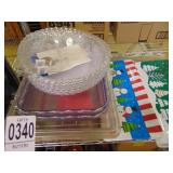 2 Hot Hands Mits Scoopers Plastic Trays