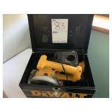 Dewalt saw and flashlight w/ battery no charger