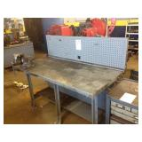 Metal workbench with Heavy Duty Vice
