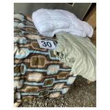 Bed comforters (3)  Twin and (2) queen