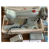Universal Deluxez precision sewing machine