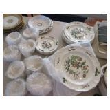 Wedgwood Mandarin china service: 8 dinner plates,