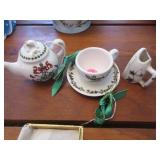 2 Port Merion ornaments (teapot, cup), iron